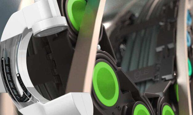 In jeder Lage sicher geführt: Neues igus e-ketten Konzept mit dynamischen Bolzen