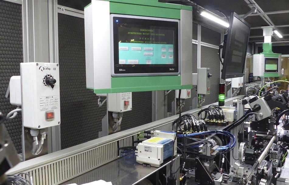 Weil Standard langweilt: Wandelbares Leichtsteuergehäuse rundet Anlagen ab, intelligenter Sensor sorgt für Schutz