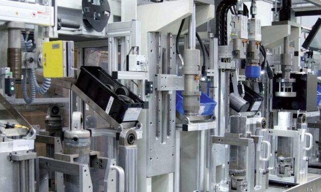 Hydraulikzylinder-Montageanlage – einfach verkabelt und flexibel in der Produktion