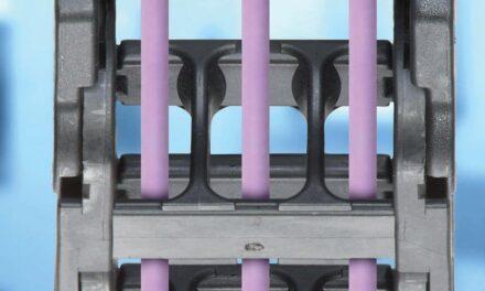 Vorkonfektionierte Energieketten tragen zur Digitalisierung einer Steckverbinder-Produktionsstätte bei
