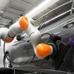 Sensitiver Roboter zur Fahrzeugendmontage
